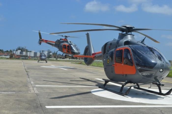 UH-13 decola ao lado do UH-17, seu substituto. Foto: Marinha do Brasil