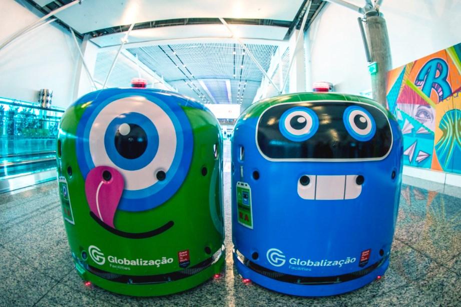 robôs em aeroporto